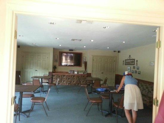 San Antonio KOA Campground: Lounge