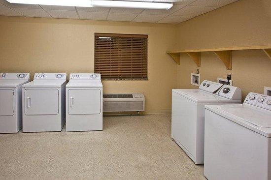 Candlewood Suites Ft Myers - I-75: Laundry Facility