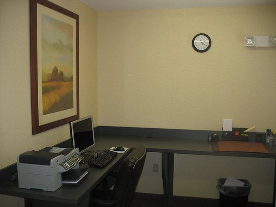 Candlewood Suites Ft Myers - I-75: Business Center
