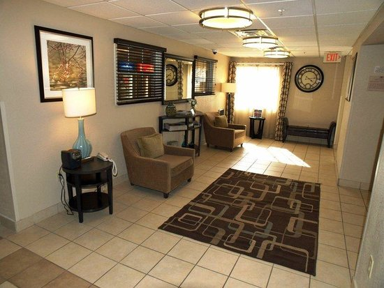 Candlewood Suites Chicago O'Hare: Hotel Lobby