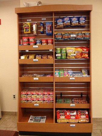 Candlewood Suites North Orange County: Snack Stand in Candlewood Cupboard