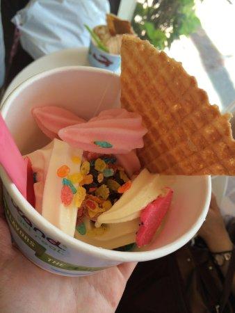 Yogurtland Waikiki Beach: かわいく入れた方がもっと良いね