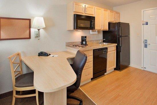 Candlewood Suites Junction City - Ft. Riley: 2 Double Beds Studio Suite