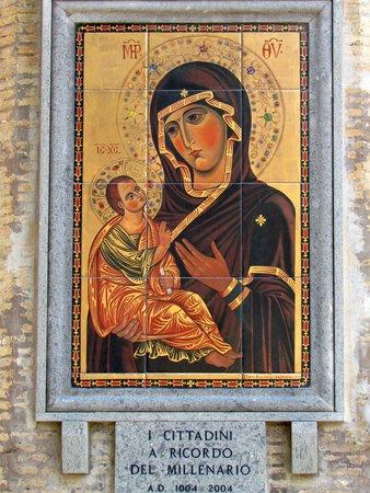 Abbazia Greca di San Nilo: A copy of the St. Maria of Grottaferrata icon welcomes the visitors of the Monastery of St. Nilu