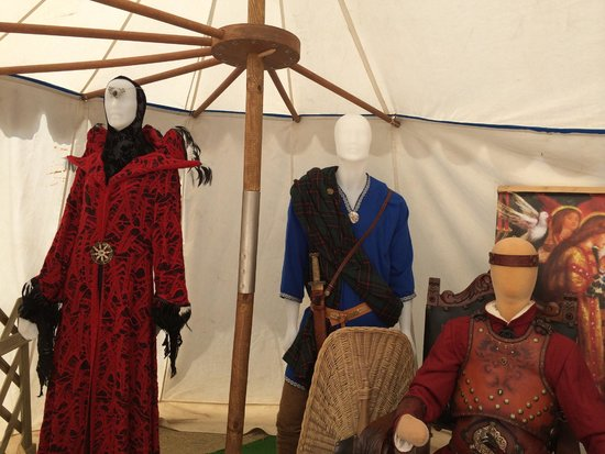 Château du Hohlandsbourg : tent with costumes