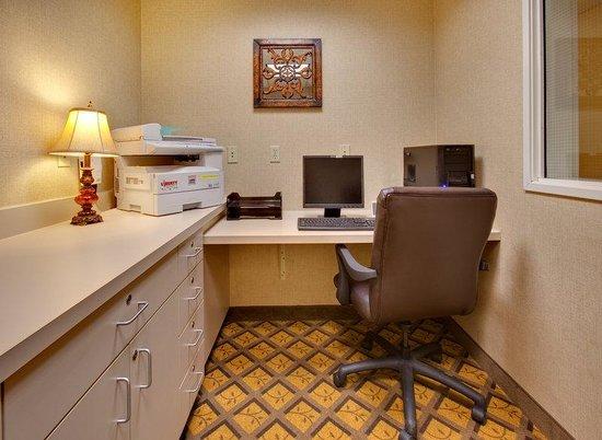 Candlewood Suites Fargo: Business Center