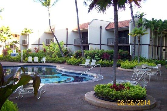 Maui Beach Vacation Club : Poolside