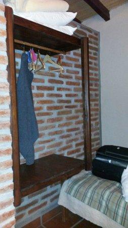 posada La Soñada: Lugar para poner la ropa