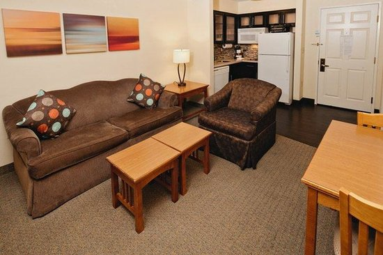 Staybridge Suites San Antonio NW Medical Center: Superior Room