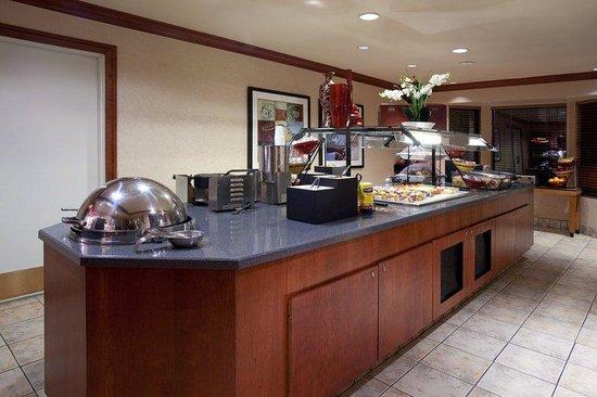 Staybridge Suites Denver-Cherry Creek : Buffet