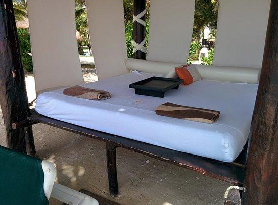 El Dorado Casitas Royale, by Karisma: Have your beach butler make you up a bed.