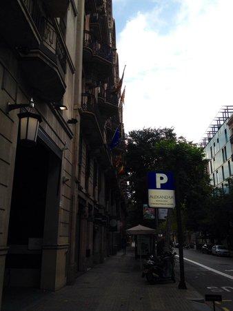 Alexandra Barcelona A DoubleTree By Hilton : ホテル前