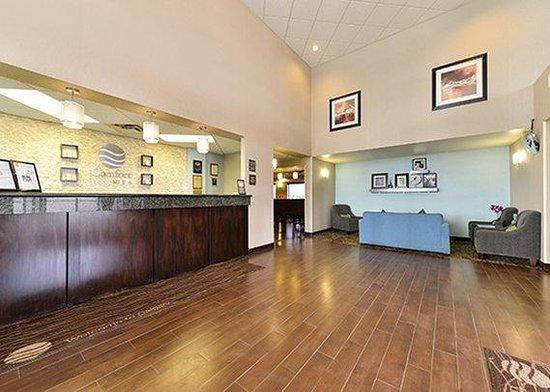 Comfort Inn & Suites Calgary Airport : lobby2