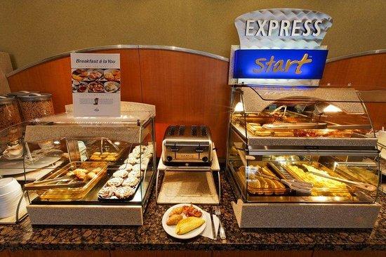 Holiday Inn Express Quebec City (Sainte-Foy): Full buffet breakfast for an Express Start!
