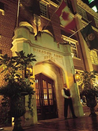 Windsor Arms Hotel: Hotel Exterior