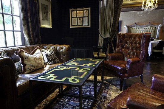 Windsor Arms Hotel: Living Room