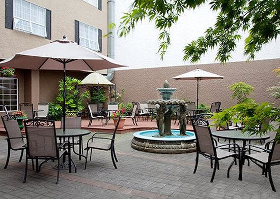 Quality Inn Downtown Inner Harbour: Patio