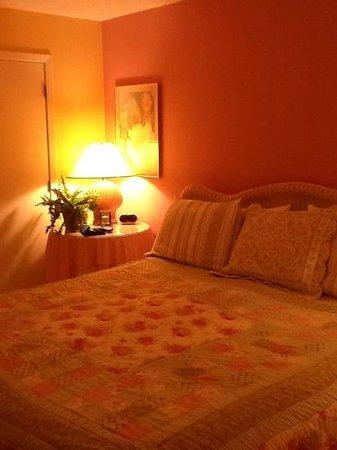 Cabana Club: king bedroom cabana #103