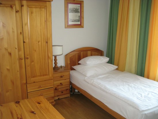 Hotel Caroline: シングルルーム ベッド