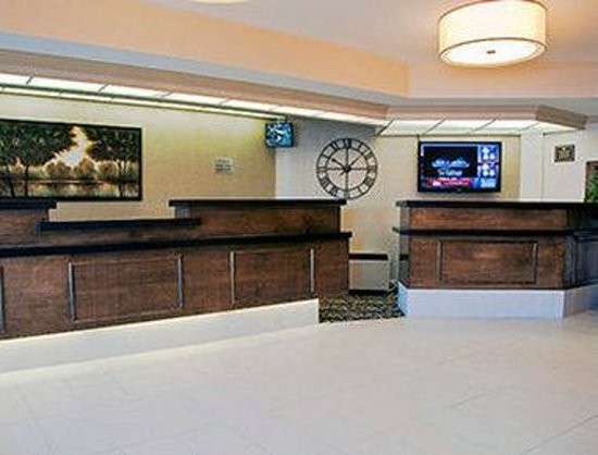 Days Inn & Suites Sault Ste. Marie, ON: Lobby