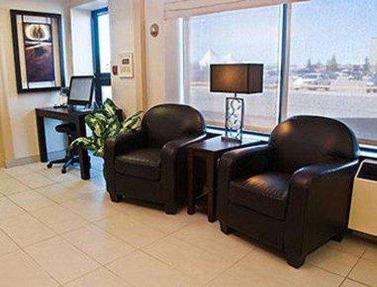 Days Inn & Suites Sault Ste. Marie, ON: Lobby Entrance