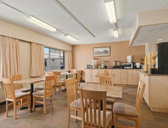 Travelodge Prince George Goldcap BC : Breakfast Area