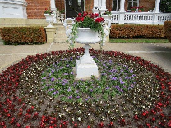 Belvedere Mansion: Flower garden