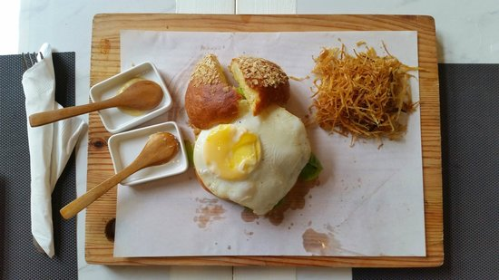 The Sunny Side Cafe: Angus burger split into two