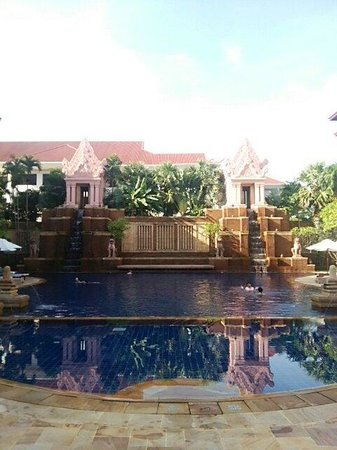 Sokha Angkor Resort : 静かなプールでのんびり過ごせます