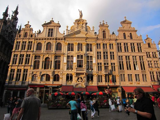 Grand Place: At dusk