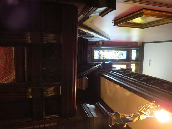 Shakespeare Chateau Bed & Breakfast : Stairway