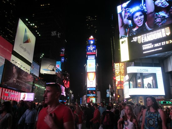 Times Square : This place is crazy!