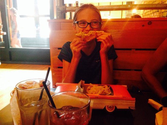 Gella's Diner & Lb. Brewing Co.: Kids meals are good!