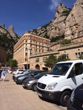 Barcelona Turisme - Afternoon in Montserrat Tour: Starting to get busy