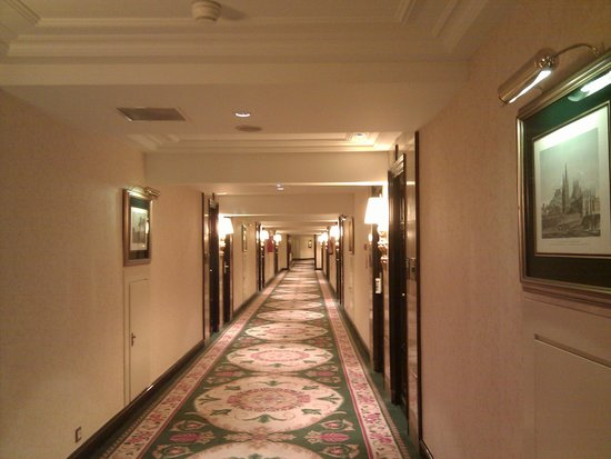 The Westin Palace Madrid: Hotel Corridor