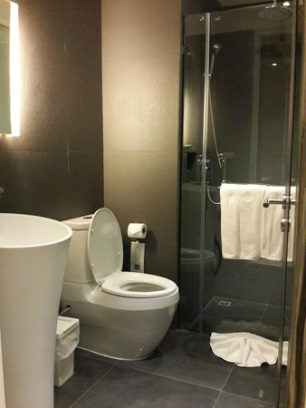 Beat Hotel Bangkok Small But Good Bathroom Shower Only