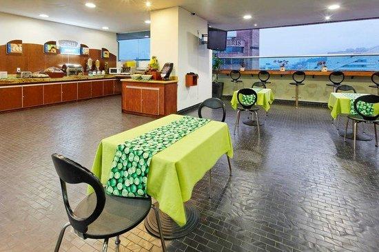 Holiday Inn Express Medellin: Breakfast Area