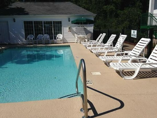 Quality Inn: Pool Lounge