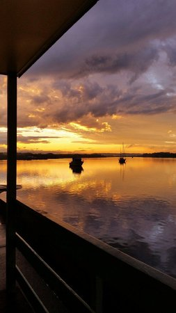 Comfort Inn Aquatic: View from the cabins. Aquatic Caravan Park, photo by LORDYSIMAGES.