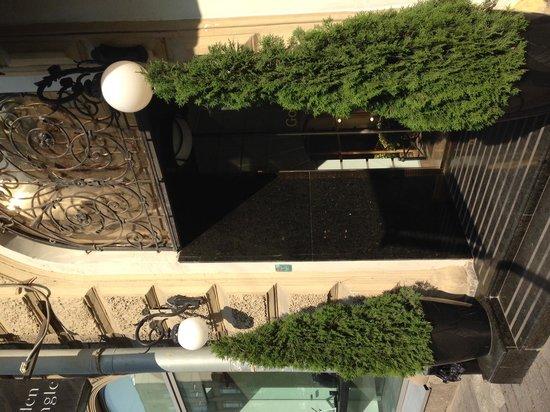 Golden Triangle Hotel: Entrance