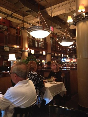 District Chophouse & Brewery : Inside the restaurant