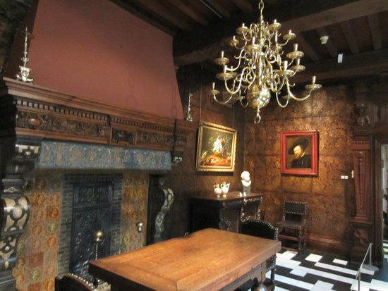Rubens House (Rubenshuis) : Room with leather-paneled walls
