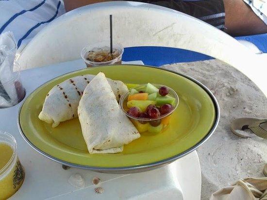 Marco Beach Ocean Resort : Lunch served @ my chair