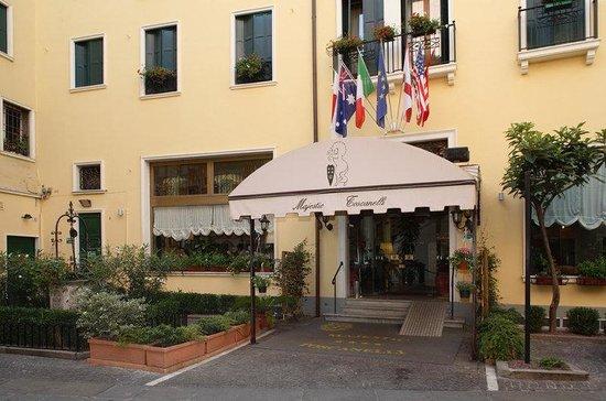 Majestic Hotel Toscanelli : EXTERIOR