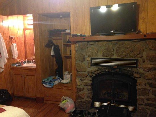 Petit Jean State Park : Overnight cabin - inside