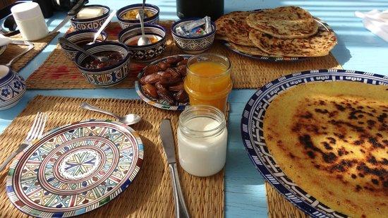 Dar KamalChaoui : Our delicious, very generous, Moroccan breakfast