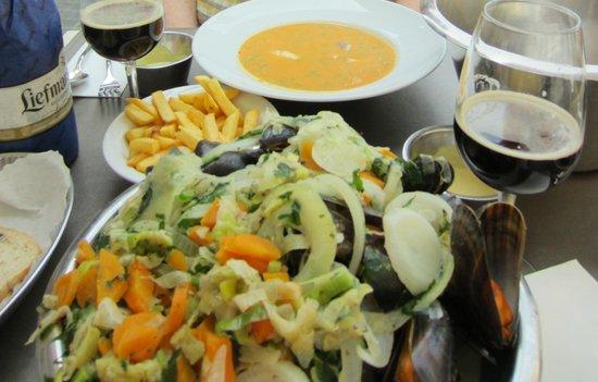 """Maritime: Mussels """"Op de wijze van de Chef"""" and fish soup"""