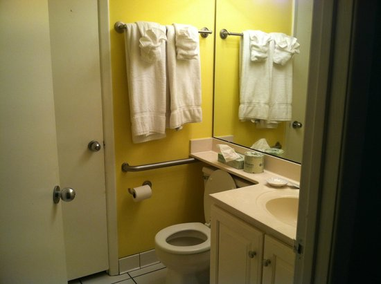 Shell Island Resort : One of TWO bathrooms