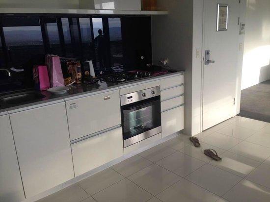 Mantra Circle on Cavill: kitchen