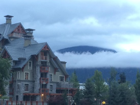 Whistler Peak Lodge: Front of hotel